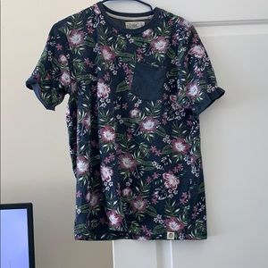 Floral male t shirt with front pocket